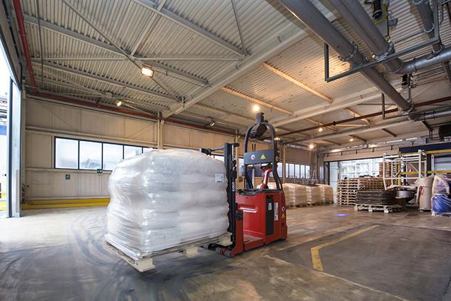 AGV automazione logistica BASF Linde